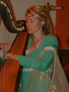 Aveline_a_la_harpe